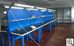 Stanowiska warsztatowe w trakcie montażu w FoMaSystem